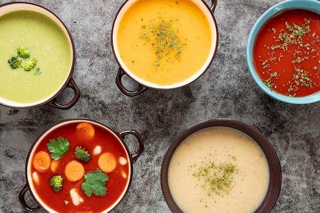 Assortiment De Soupes Maison à Plat Photo gratuit