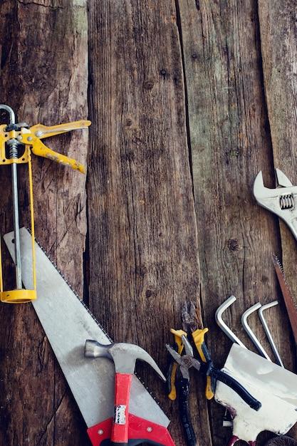 Atelier, Réparation. Outils Sur La Table En Bois Photo gratuit