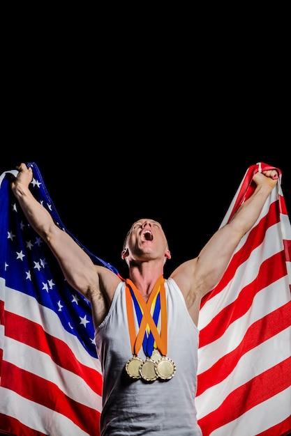 Athlète posant avec les médailles d'or après la victoire Photo Premium