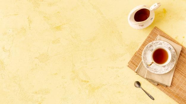 Au-dessus du cadre de vue avec un thé délicieux et un espace de copie Photo gratuit