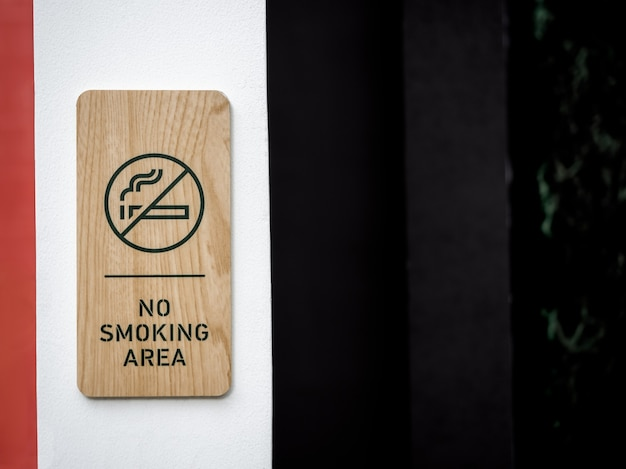 Aucun Panneau En Bois De Zone Fumeurs Photo Premium