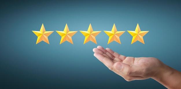 Augmentation De Cinq étoiles. Augmenter L'évaluation Des Notes Et Le Concept De Classification Photo Premium