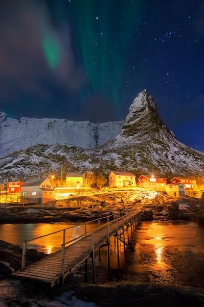 Aurora borealis sur hammarskaftet. Photo Premium