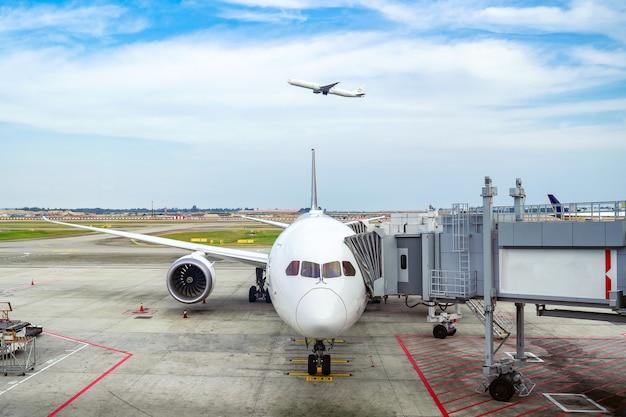 Avion Et Aéroport De Melbourn Photo Premium