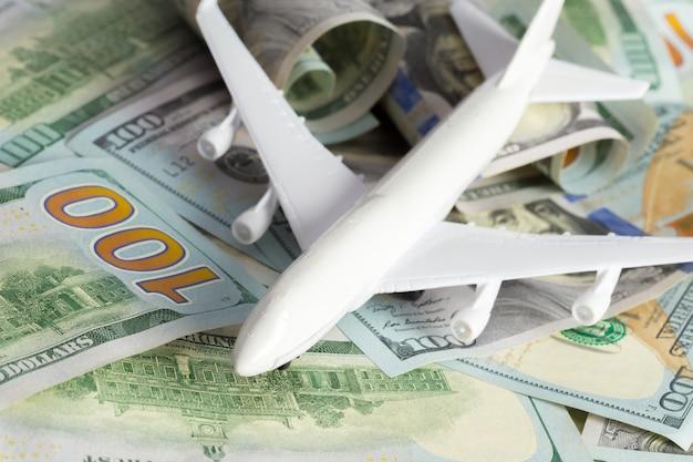 Avion sur l'argent Photo Premium