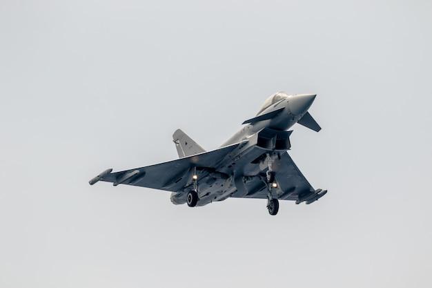 Avion eurofighter typhoon c-16 Photo Premium