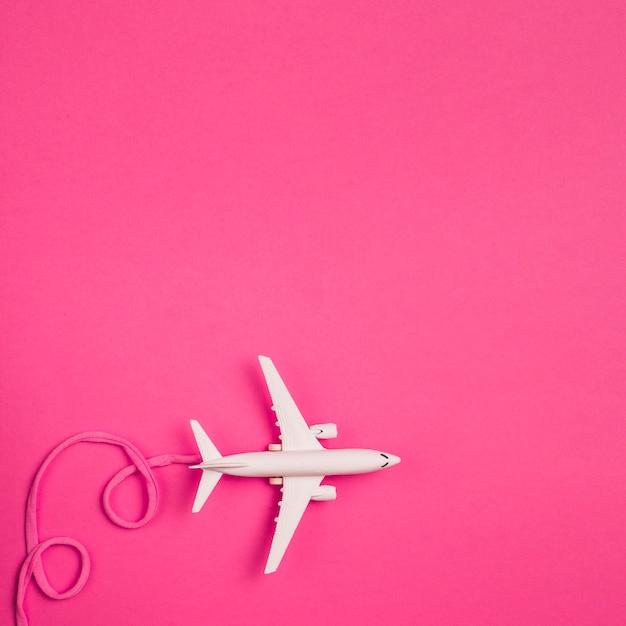 Avion Jouet Avec Dentelle Rose Photo gratuit