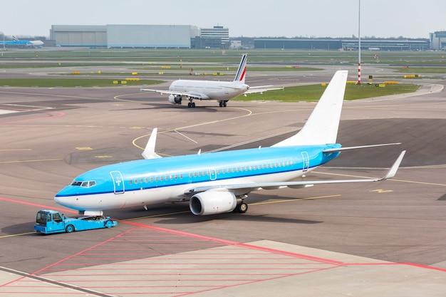 Avion prêt à décoller Photo Premium