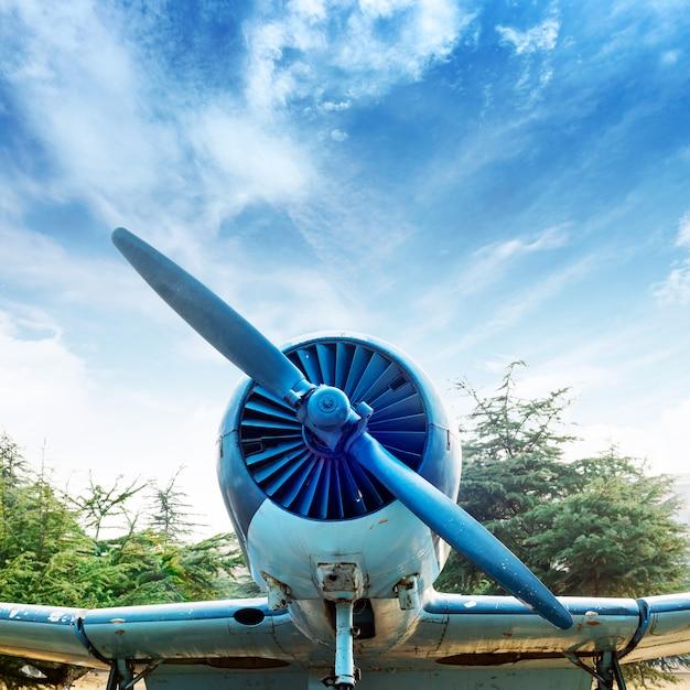Avion vintage abandonné Photo Premium