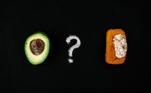 Avocat vs pâtisseries Photo gratuit