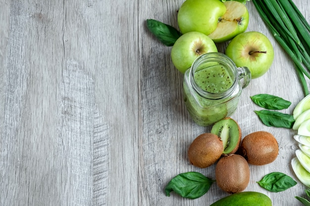 Avocats concombres pommes chou haricots kiwi oignons brocoli Photo Premium