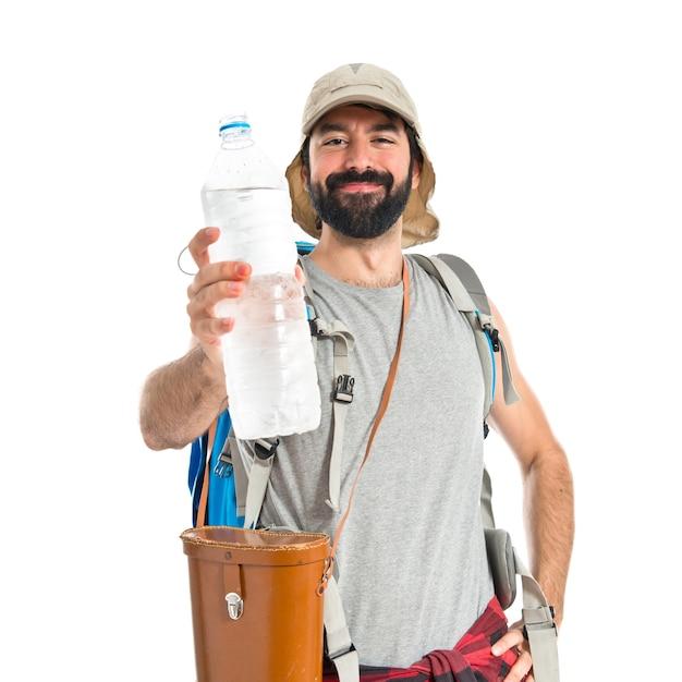 Backpacker, boire, eau, blanc, fond Photo gratuit