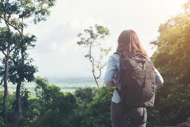 Backpacker Jeune Paysage Asiatique Haute Photo Premium