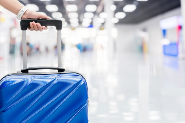 Bagages au terminal de l'aéroport concept de voyage Photo Premium