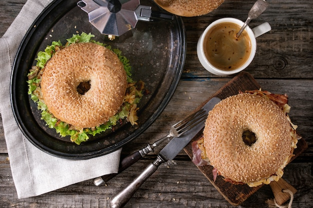 Bagels Au Bacon Et Au Boeuf Photo Premium