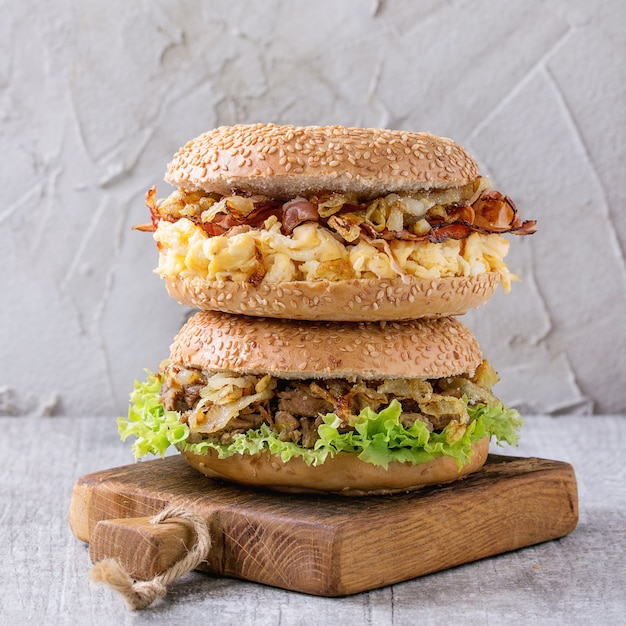 Bagels Au Bacon Et Au Boeuf Photo Premium