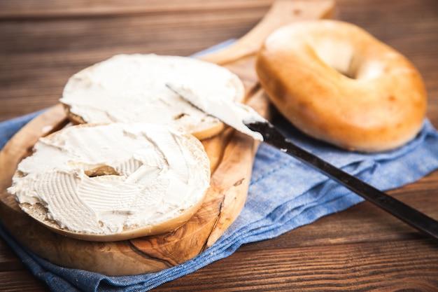 Bagels au fromage à la crème Photo Premium