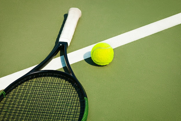 Balle De Tennis Sur Un Court De Tennis Photo gratuit