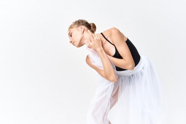 Ballerine Danse Ballet Femme Sur Une Surface Lumineuse En Studio Photo Premium
