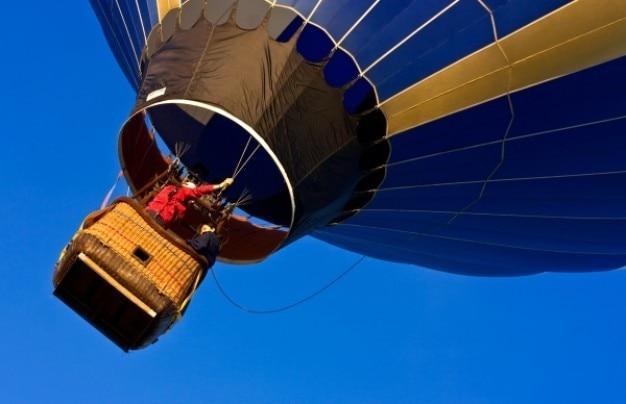 Ballon à air chaud près Photo gratuit