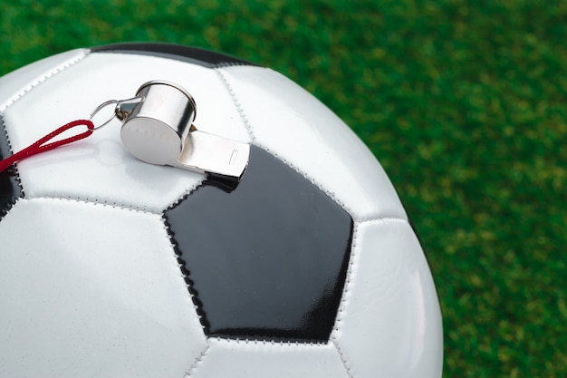 Ballon De Football Avec Sifflet Photo Premium