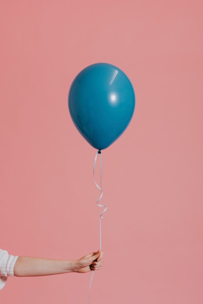 Ballon d'hélium sur une ficelle Photo gratuit
