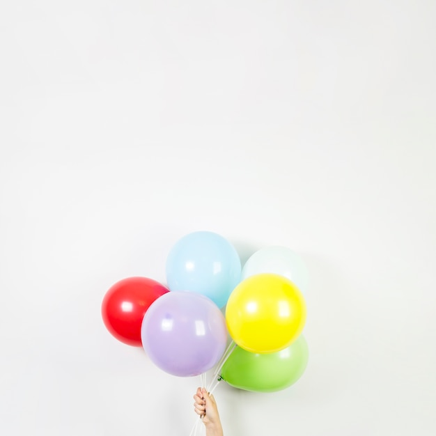 Ballons colorés pour le concept d'anniversaire Photo gratuit