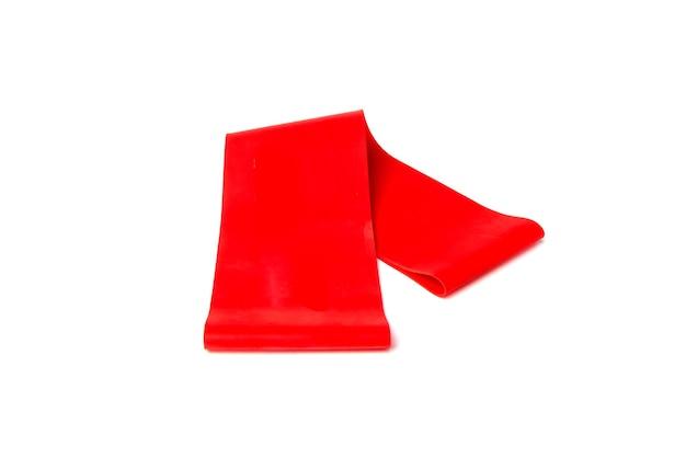Bande élastique De Remise En Forme Rouge Pour Le Sport Isolé Sur Fond Blanc. Photo Premium