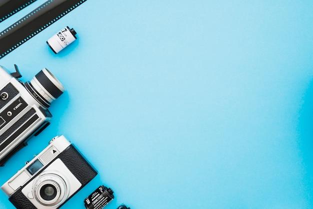 Bandes et rouleaux de film près des caméras Photo gratuit