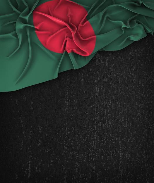 Bangladesh Flag Vintage Sur Un Tableau Noir Grunge Avec Un Espace Pour Le Texte Photo Premium