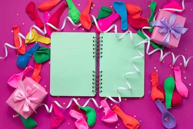 Bannière matériaux de composition décoratifs de fond de fête Photo Premium