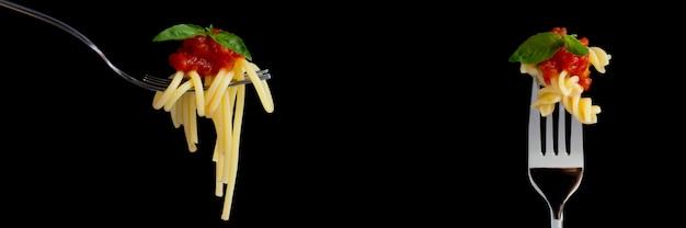 Bannière de pâtes sur fond noir Photo Premium