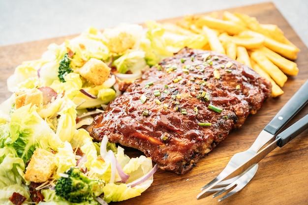 Barbecue de porc grillé Photo gratuit