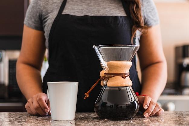 Barista Femme Hispanique, Verser, Café Photo gratuit