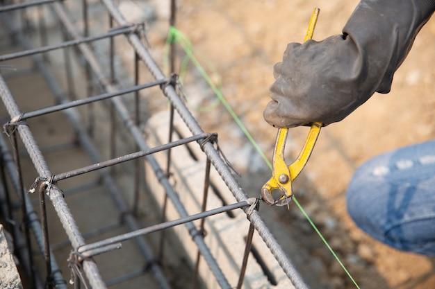 Barre d'acier sur le chantier de construction Photo gratuit