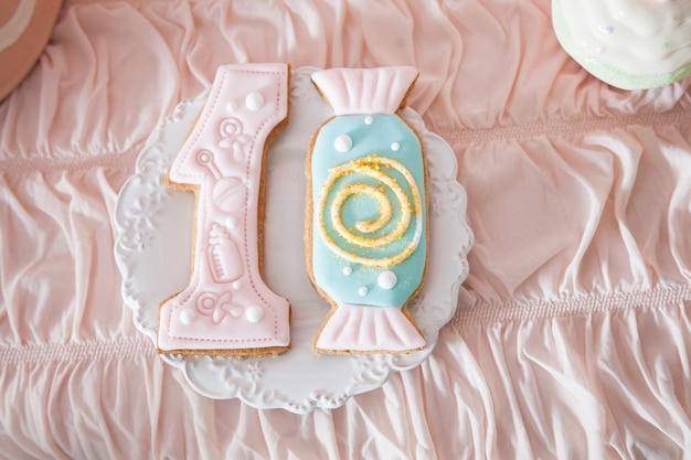 Barre de chocolat pour le premier anniversaire d'une petite fille ou d'un garçon. Photo Premium