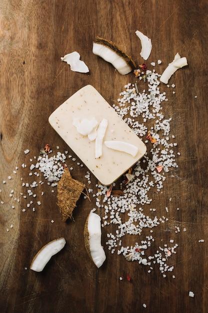 Barre de savon bio à la noix de coco vue de dessus Photo gratuit