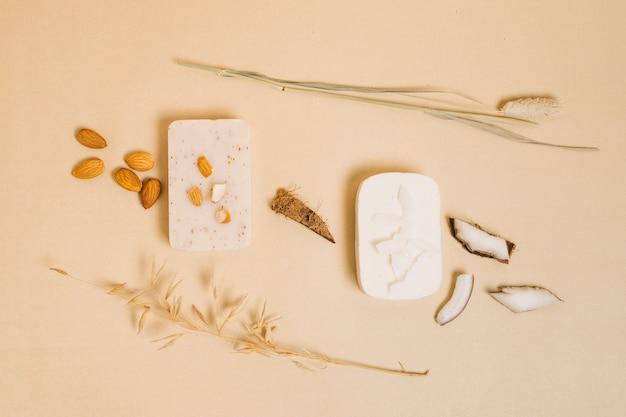 Barres de savon oraganic aux amandes et à la noix de coco Photo gratuit
