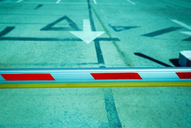 Barrière pour empêcher le passage de véhicules Photo Premium