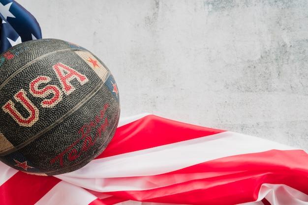 Basket ball avec drapeau usa Photo gratuit