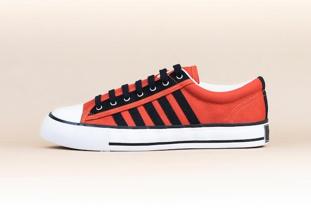 Baskets mode homme orange Photo Premium