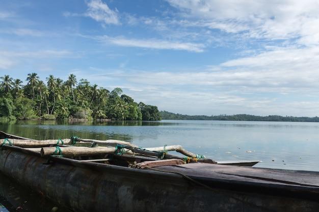 Bateaux de pêche sur le lac, sri lanka. Photo Premium
