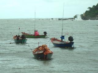 Bateaux de pêche traditionnels thaï Photo gratuit