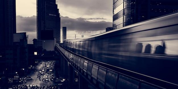 Bâtiment de l'architecture urbaine métropolitaine twilight Photo gratuit