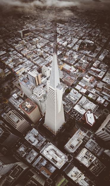 Bâtiment Emblématique De La Transamerica Pyramid Dans Le Centre-ville De San Francisco Photo gratuit