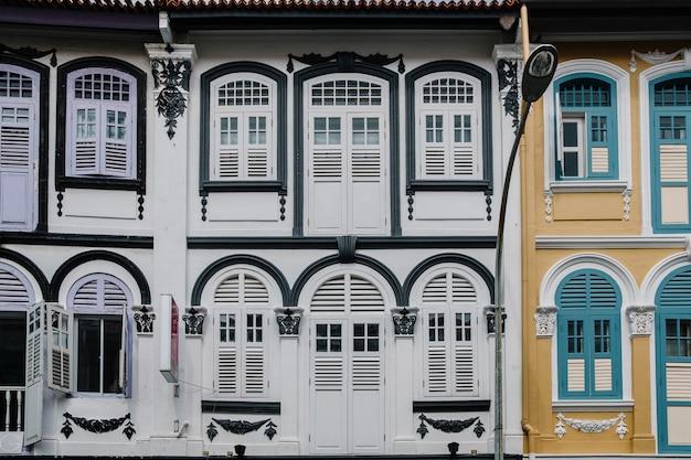 Bâtiment de style colonial à singapour Photo gratuit