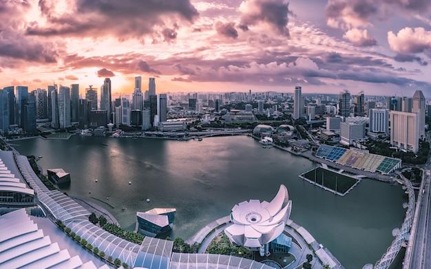 Bâtiments modernes du paysage d'horizon de singapour dans le quartier des affaires Photo Premium