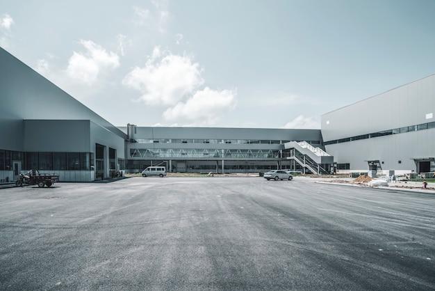 Bâtiments d'usine et entrepôts logistiques modernes Photo Premium