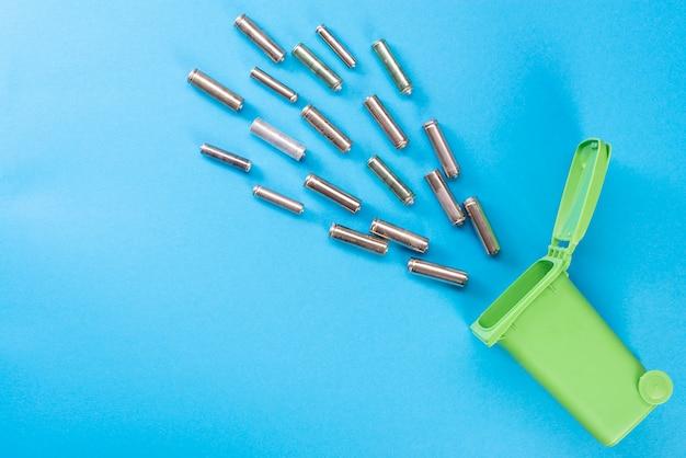 Batteries. Le Recyclage Des Déchets. Concept écologique. Photo Premium