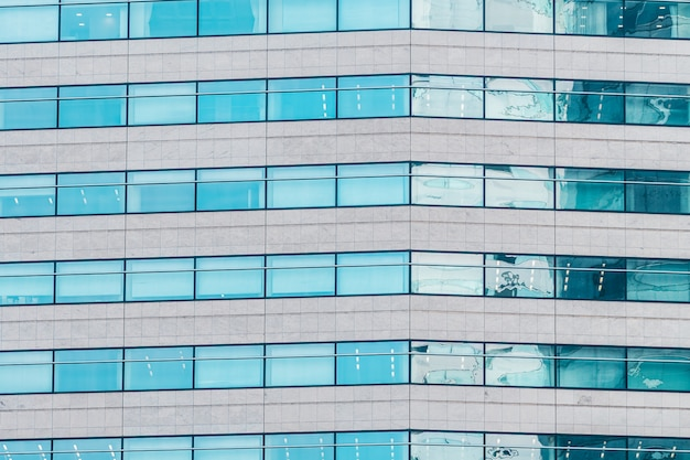 Beau bâtiment extérieur avec des textures de modèle de fenêtre en verre Photo gratuit